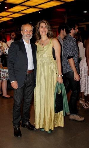 11.nov.2014- o ator Osmar Prado chega com a esposa para conferir a premiação do jornal carioca
