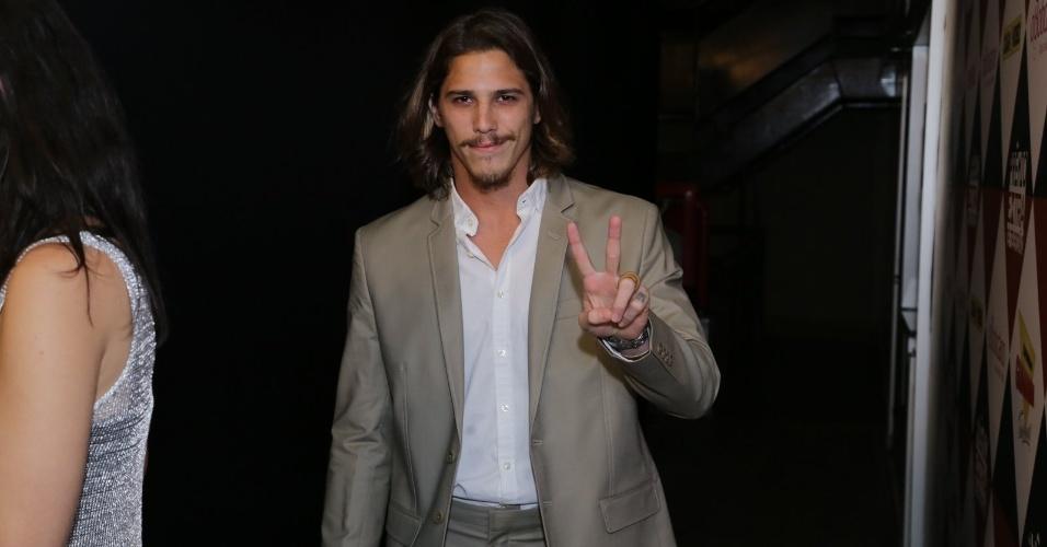 11.nov.2014- Rômulo Neto, o Robertão de Império, marca presença no Prêmio Extra de Televisão