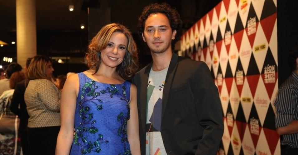 11.nov.2014-  Vanessa Gerbelli e Gabriel Falcão posam juntos na premiação. Ela concorre na categoria Atriz coadjuvante