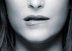 """Cartaz de """"50 Tons de Cinza"""" mostra Anastasia mordendo o lábio sensualmente - Divulgação"""