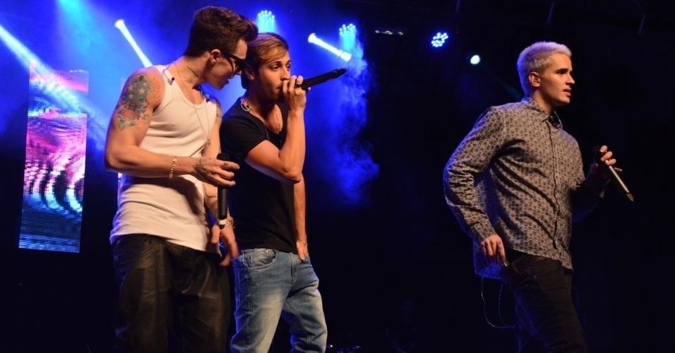 11.nov.2014 - O trio teen brasileiro Fly canta seus sucessos na 13ª edição do Prêmio Jovem Brasileiro no Palácio das Convenções do Anhembi, na zona norte de São Paulo, na noite desta terça-feira