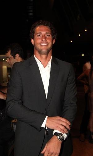 11.nov.2014- Solteiro, Flávio Canto prestigia Prêmio Extra de Televisão