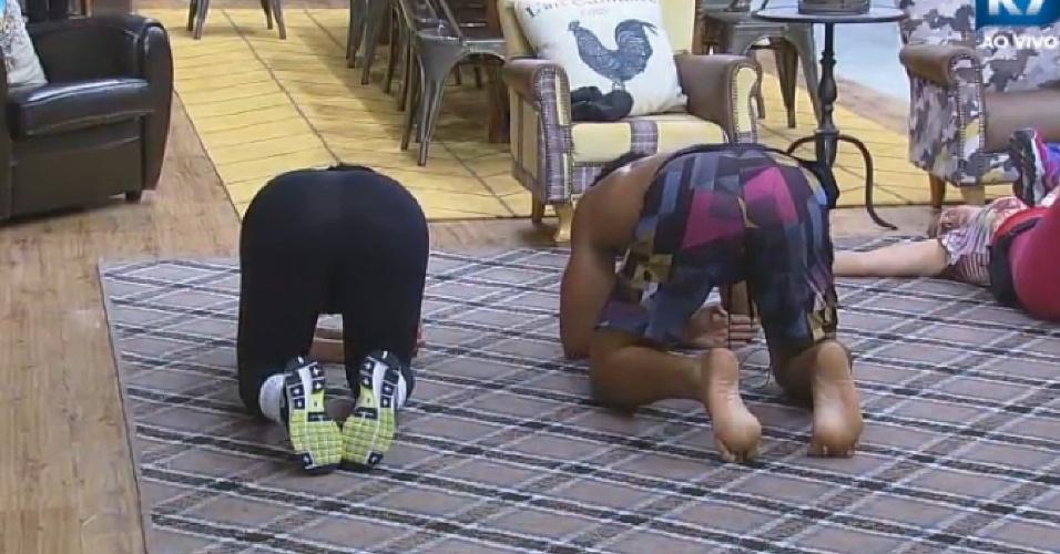 """Marlos faz exercícios na sala de """"A Fazenda 7"""""""