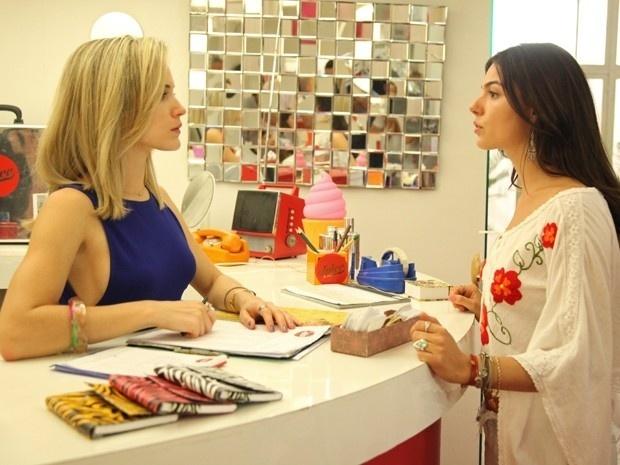 Sandra (Isis Valverde) não aceita que Vitória (Bianca Bina) váde morar com seus pais Elísio (Daniel Dantas) e Beatriz (Heloísa Perissé)