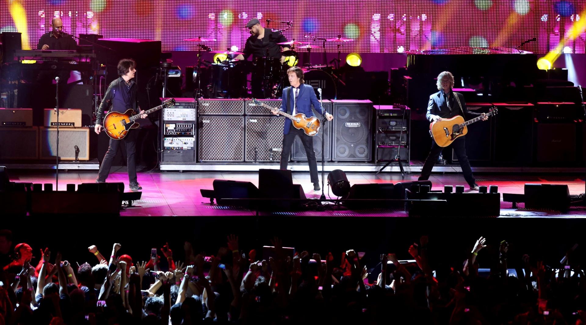 12.nov.2014 - Paul McCartney apresenta os grandes sucessos dos Beatles, do Wings e da carreira solo no HSBC Arena, no Rio de Janeiro, no segundo show da nova turnê brasileira