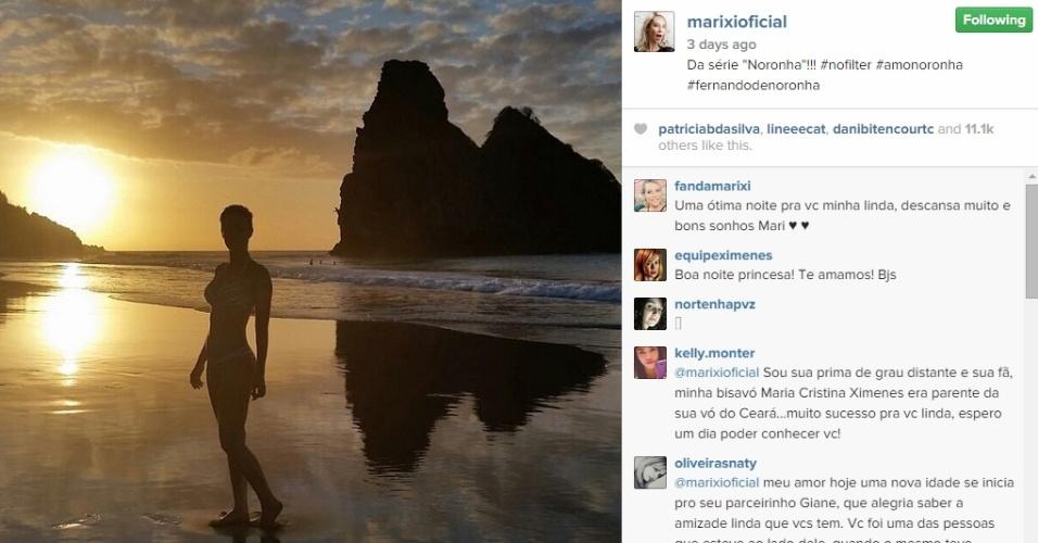 A atriz Mariana Ximenes posa de biquíni em uma praia de Fernando de Noronha. Ela estava no local para gravar uma participação no programa