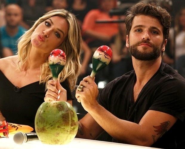 13.nov.2014 - O casal Giovanna Ewbank e Bruno Gagliasso foram os convidados para integrar o time do