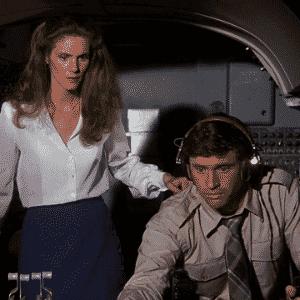 """Cena de """"Apertem os Cintos... O Piloto Sumiu"""" (1980), dos diretores Jim Abrahams, Jerry Zucker e David Zucker - Reprodução"""