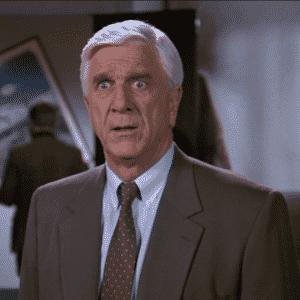 """Cena de """"Corra que a Polícia Vem Aí"""" (1988), do diretor David Zucker - Reprodução"""