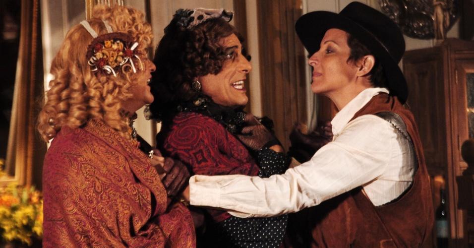 """Da esquerda para a direita, Kadu Moliterno, Evandro Mesquita e Betty Lago contracenam em """"Bang Bang"""". Na novela, exibida pela Globo, eles interpretavam, respectivamente, os personagens Denaide, Henaide e Calamity Jane (2005)"""