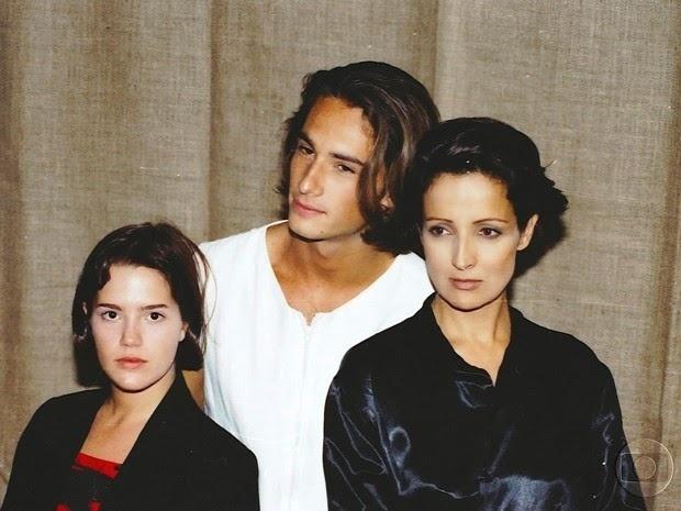 """Em """"O Amor está no Ar"""" (1997), Betty viveu a personagem Sofia Schnaider (Betty Lago), que sofria porque a filha Luíza (Natália Lage) se apaixonava pelo mesmo homem que ela, o jovem aviador Léo (Rodrigo Santoro)"""