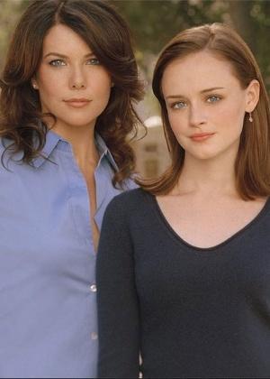 """Lorelai e Rory são mãe e filha inseparáveis na série """"Gilmore Girls"""" - Divulgação"""
