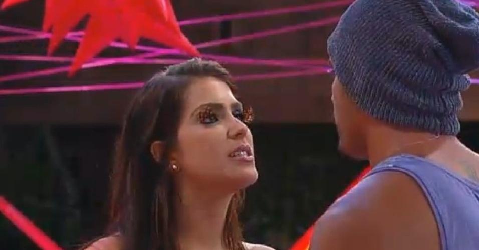 15.nov.2014 - Débora e Marlos discutem o relacionamento e comentam término durante Festa Tecnobrega