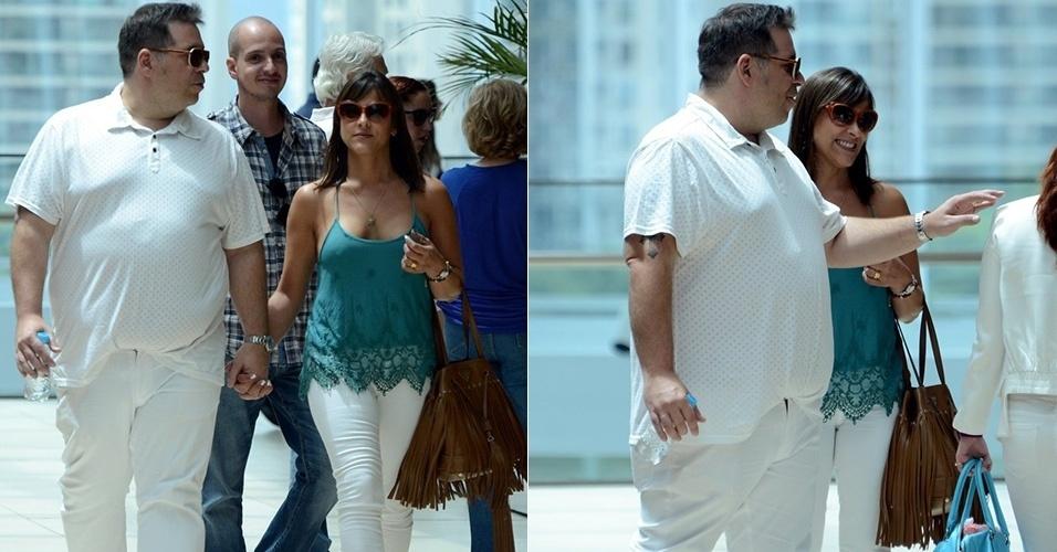 16.nov,.2014 - Leandro Hassun vai ao cinema com a mulher, Karina Gomes, no Rio. Esta é a primeira vez que o ator aparece público após se submeter a uma cirurgia bariátrica