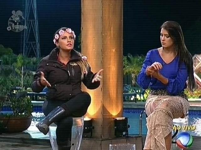 17.nov.2014- Babi Rossi e Débora Lyra se enfrentam na nona roça de