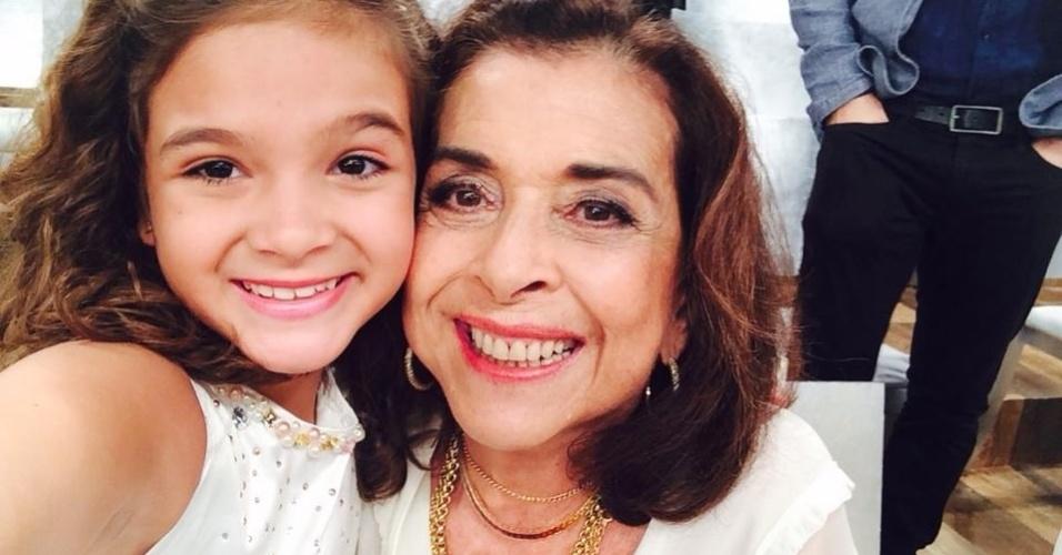 17.nov.2014- Beth Faria e Mel Maia posam juntas no intervalo de gravações da mensagem de fim de ano da Globo