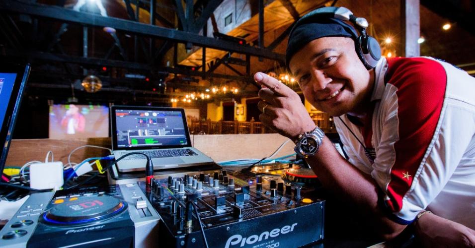 13.nov.2014 - Marcus Moreira, o DJ Fofinho, trabalha no Villa Country, em São Paulo, desde a abertura, em 2002. Ele acompanhou de perto todas as transformações do sertanejo