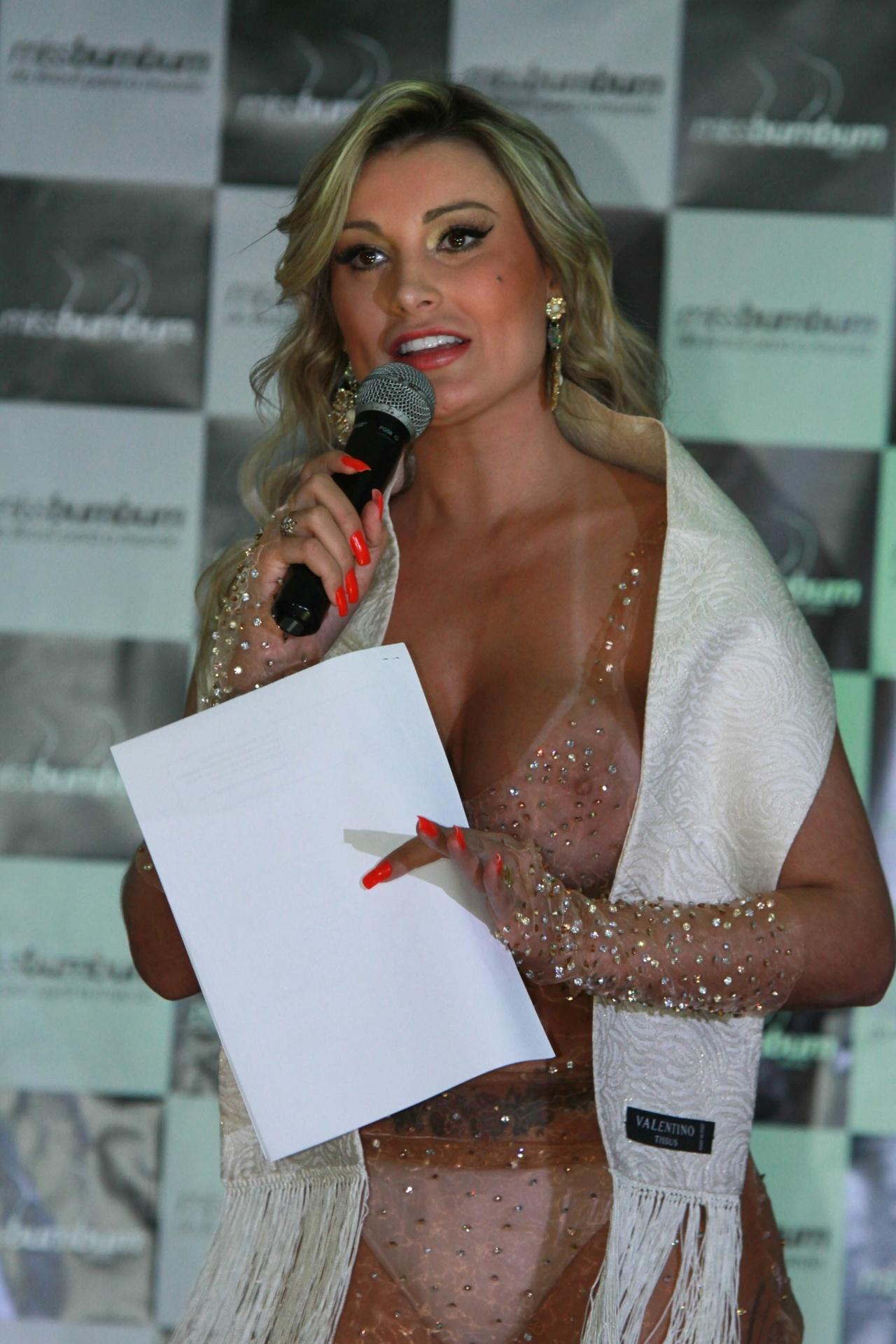 17.nov.2014 - Andressa Urach apresenta o Miss Bumbum 2014 em um hotel no centro de São Paulo, nesta segunda-feira