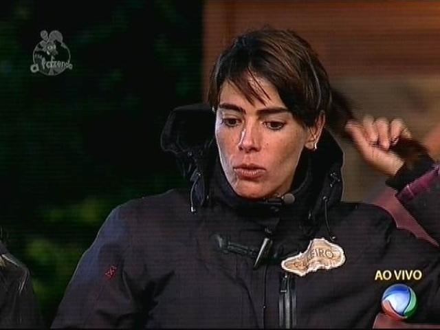 17.nov.2014 - Heloisa diz que confusão entre Débora e Marlos a prejudicou e indica a Miss Brasil 2010 para a nona roça de