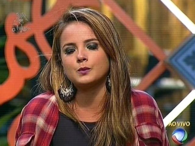 17.nov.2014 - MC Bruninha indica Bruna Tang para a nona roça de