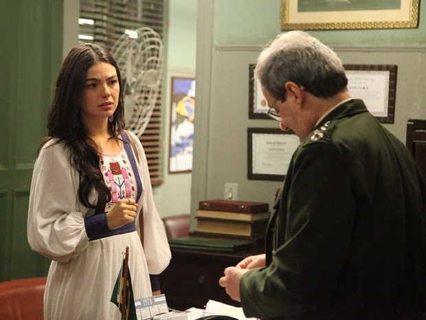 Sandra(Isis Valverde) procura Elísio (Daniel Dantas) pede para ele não se separar de Beatriz (Heloísa Périssé)