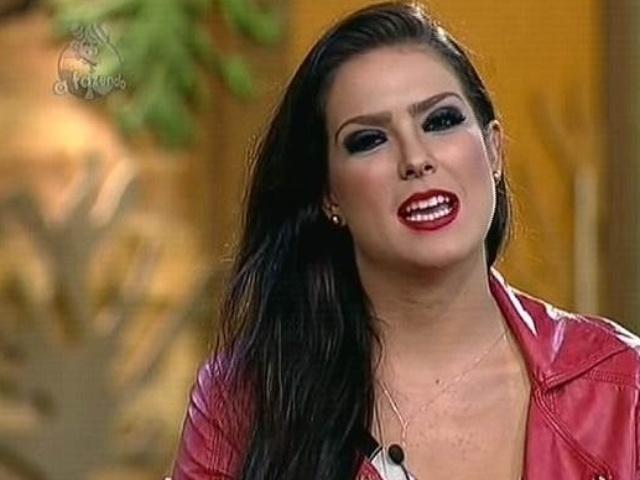 18.nov.2014 - Na roça contra Babi Rossi, Débora Lyra diz que quer continuar em