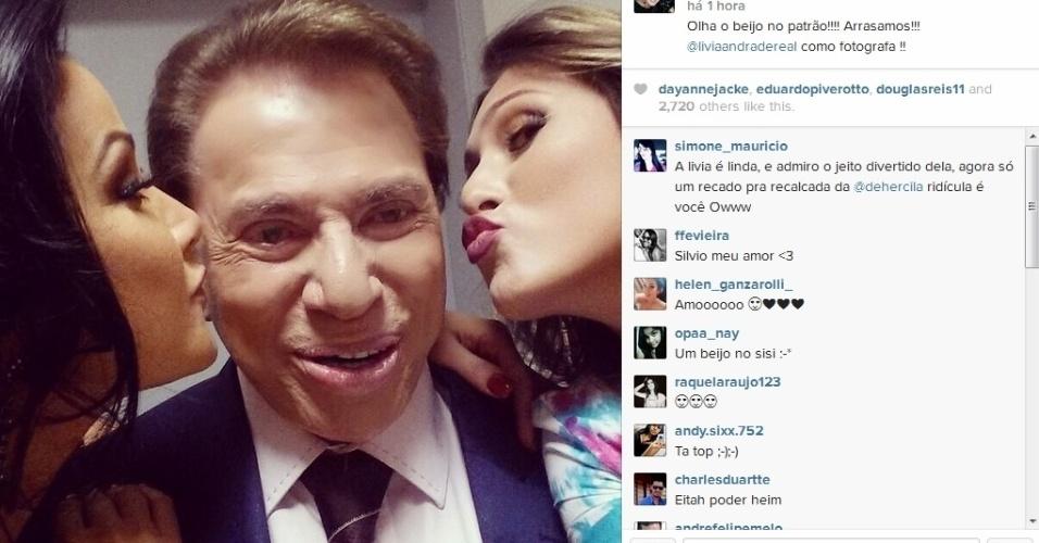 18.nov.2014- Silvio Santos é paparicado por Helen Ganzarolli e Lívia Andrade nos bastidores de seu programa e ganha beijinhos em foto publicada no Instagram