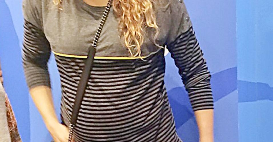 18.nov.2014 - Grávida de outro menino, ela compareceu vestindo jeans e um moleton informal, além de usar boné