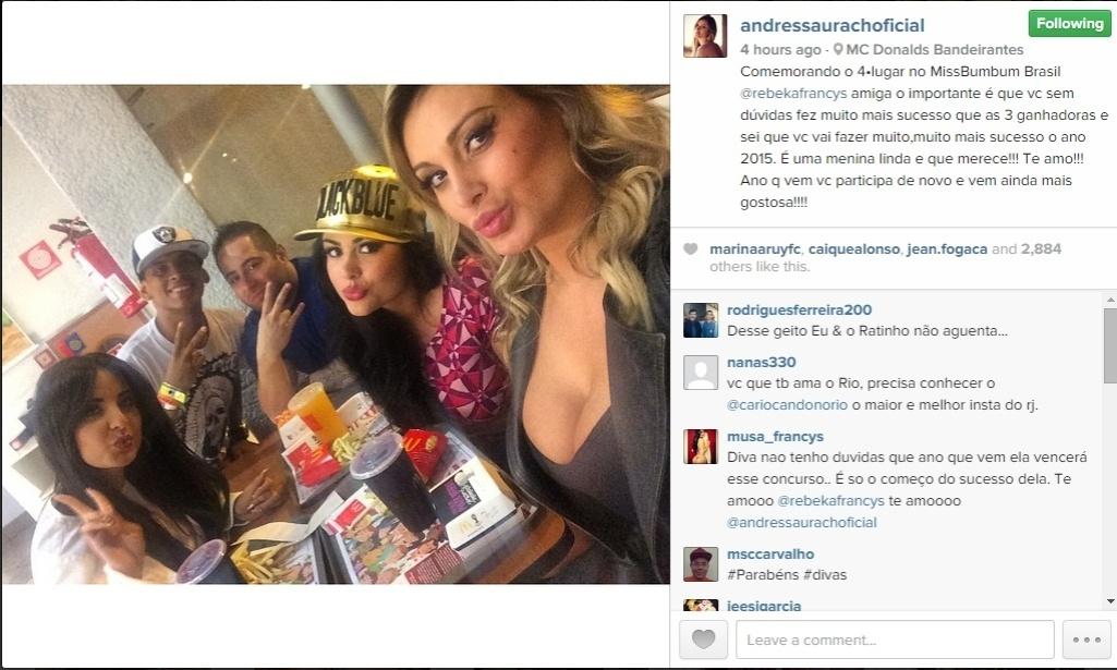 Após a edição 2014 do Miss Bumbum, realizada na noite de segunda-feira (17), Andressa Urach foi celebrar o 4º lugar conquistado pela amiga Rebeka Francis em uma loja da cadeia de fast food McDonald's