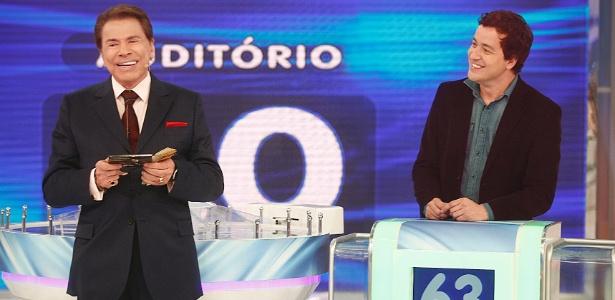 """Silvio Santos e Rafael Cortez no quadro """"O Jogo das 3 Pistas"""""""