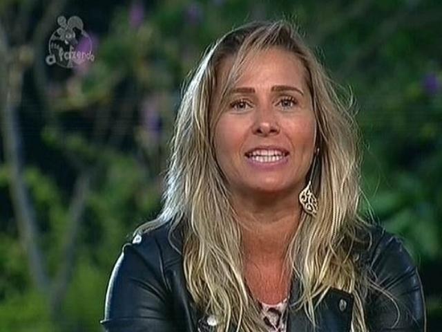 18.nov.2014 - Andréia Sorvetão vota em Leo Rodriguez para a décima roça de
