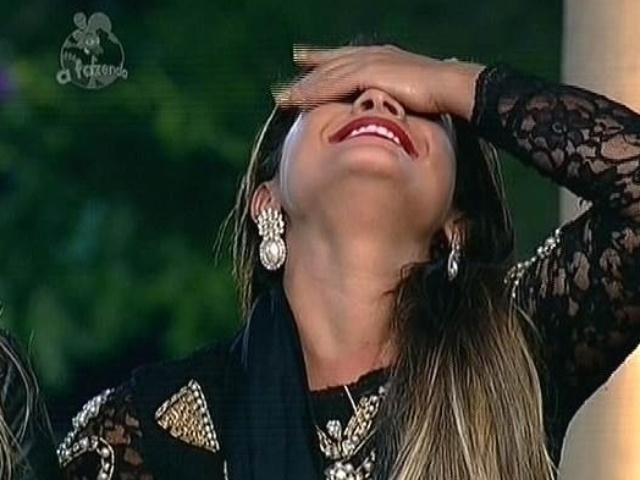 18.nov.2014 - Depois de vencer Débora Lyra na roça, Babi comemora imunidade na décima votação de