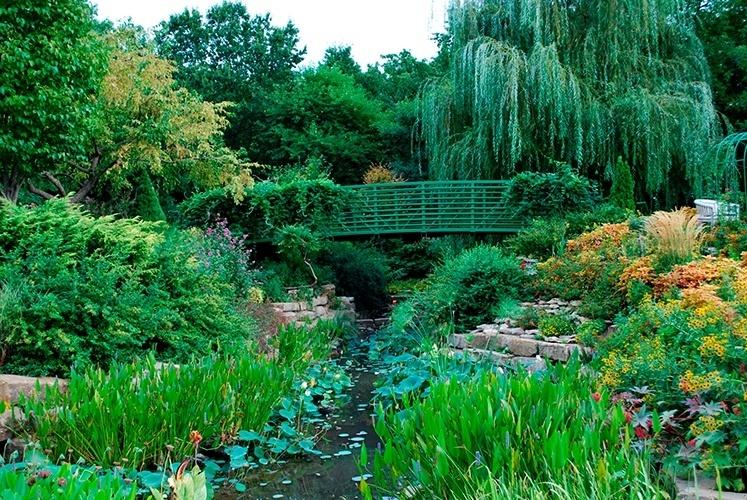Jardim do Monet   Giverny (França): O grande artista impressionista francês Claude Monet gostava de pintar paisagens e foi no norte da França, em Giverny, que encontrou as melhores inspirações. Em 1883 foi morar lá com sua família e começou a criação de um jardim que serviu de cenário para algumas das suas mais famosas obras