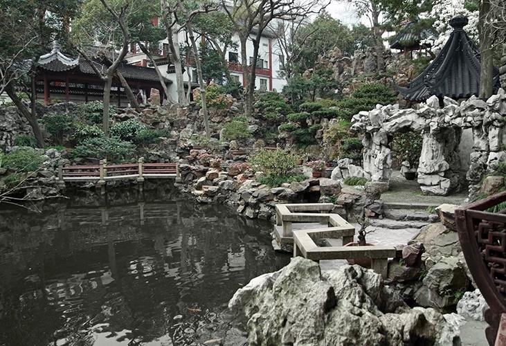 Jardim Yu   Xangai (China): Construído em 1577 por um membro da dinastia Ming, não é dos maiores, com apenas dois hectares. Entretanto, tamanho não quer dizer muita coisa, já que é dividido em seis diferentes áreas, criando uma experiência diferente ao visitante em cada uma.