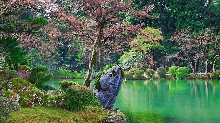 Kenrokuen   Kanazawa (Japão): Foi necessário pouco mais de dois séculos (de 1620 a 1840) para concluir este impecável jardim à frente do castelo Kanazawa, na cidade de mesmo nome