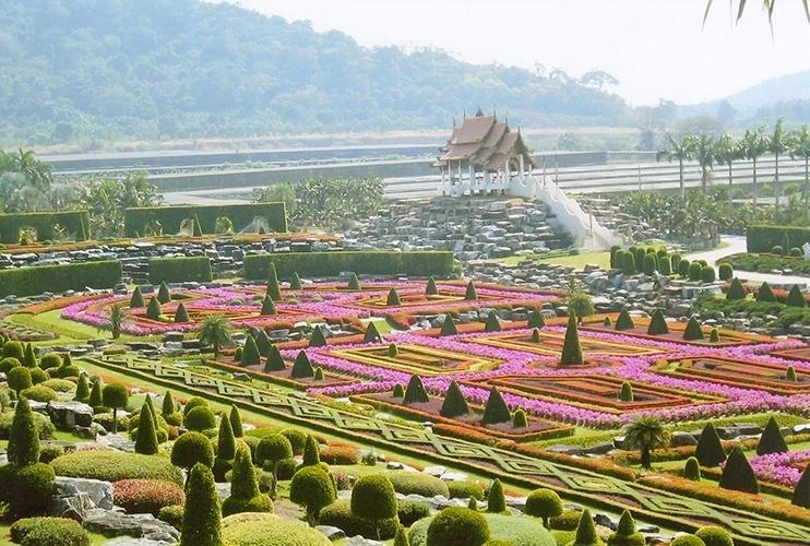 Suan Nong Nooch   Pattaya (Tailândia): Criado para ser uma plantação de espécies nativas, o jardim mudou bastante seu proposito ao longo dos anos, para alegria dos visitantes. Mais de 15 mil espécies de plantes de todo o mundo estão impecavelmente plantadas e cuidadas em um jardim cênico a 15 minutos de Pattaya, na Tailândia