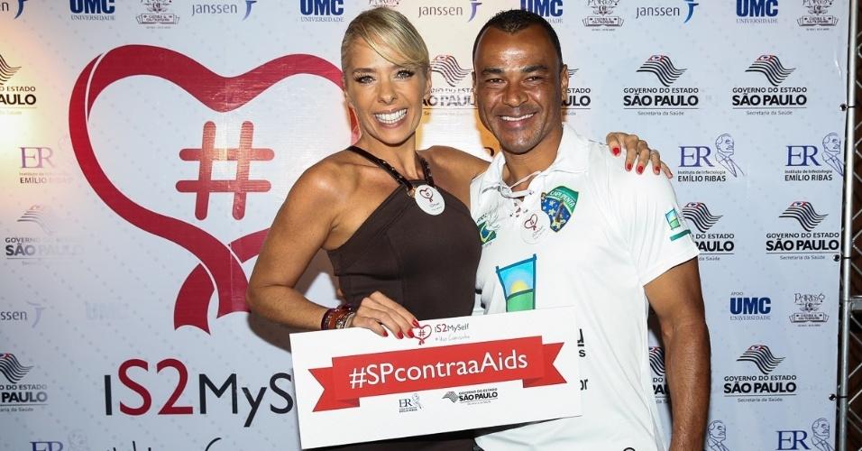 19.nov.2014 - Adriane Galisteu e o ex-jogador de futebol Cafu participam do lançamento da campanha