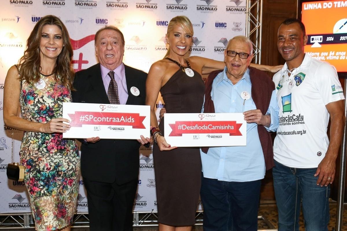19.nov.2014 - Fabiana Scaranzi, Raul Gil, Adriane Galisteu, Ary Toledo e Cafu se unem no lançamento da campanha