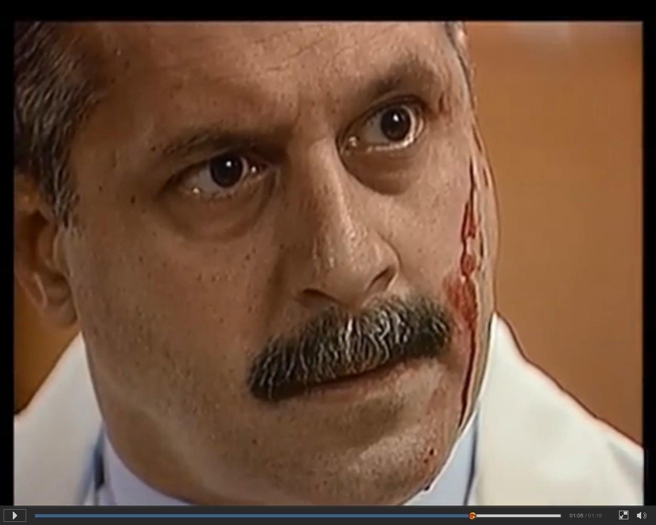 Felipe (Antonio Fagundes) tem o rosto cortado por Márcia (Malu Mader) em