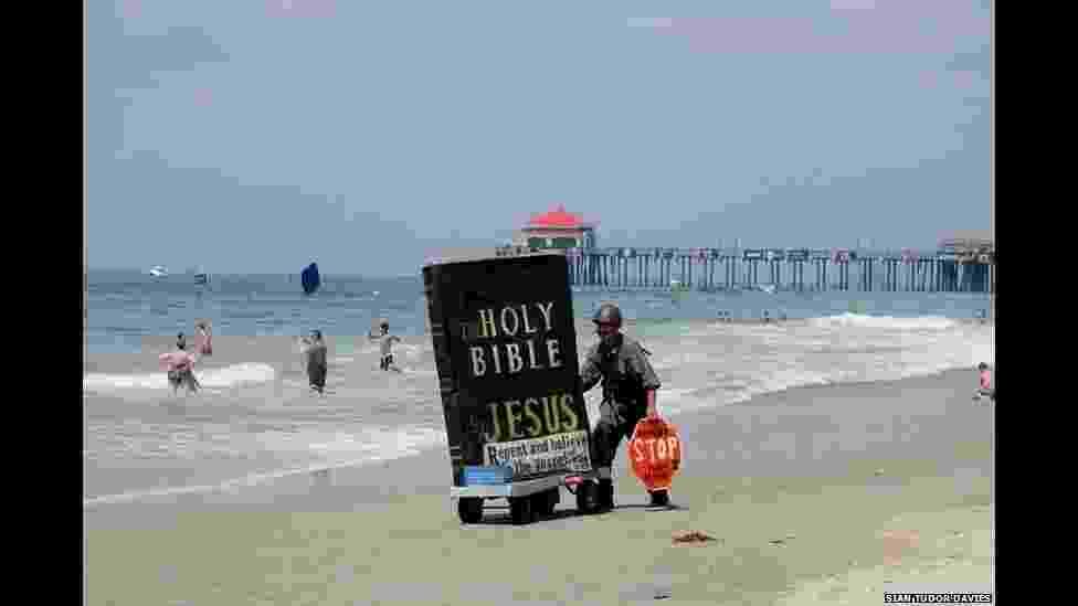 """O concurso de fotografia """"Faith Through a Lens 2014"""" (""""Fé Através de uma Lente"""", numa tradução livre) escolheu as melhores imagens relacionadas à fé, caridade e religiosidade - Divulgação/BBC"""