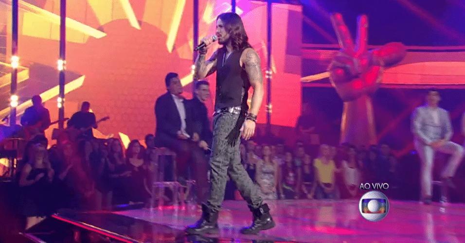 20.nov.2014 - Kim Lírio se apresenta no palco do