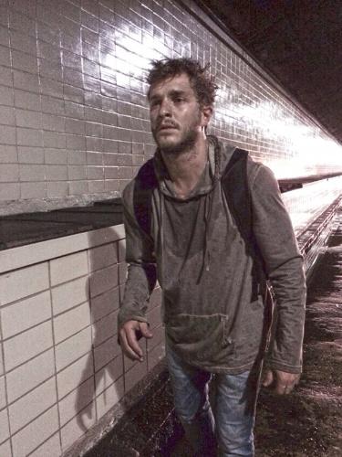21.nov.2014 - A gravação, que teve início no Túnel Santa Bárbara, passou por vários pontos do Rio e mostrou Leo bem debilitado