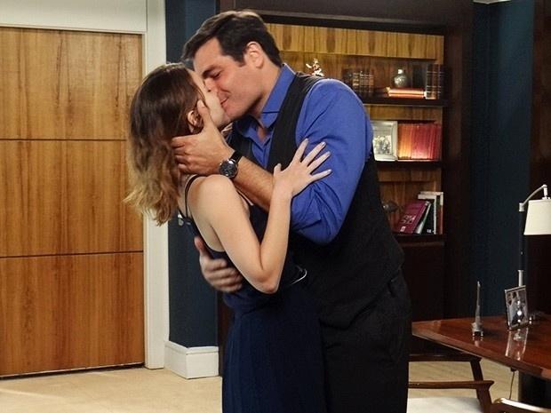 21.nov.2014 - Laura aceita novamente se casar com Marcos
