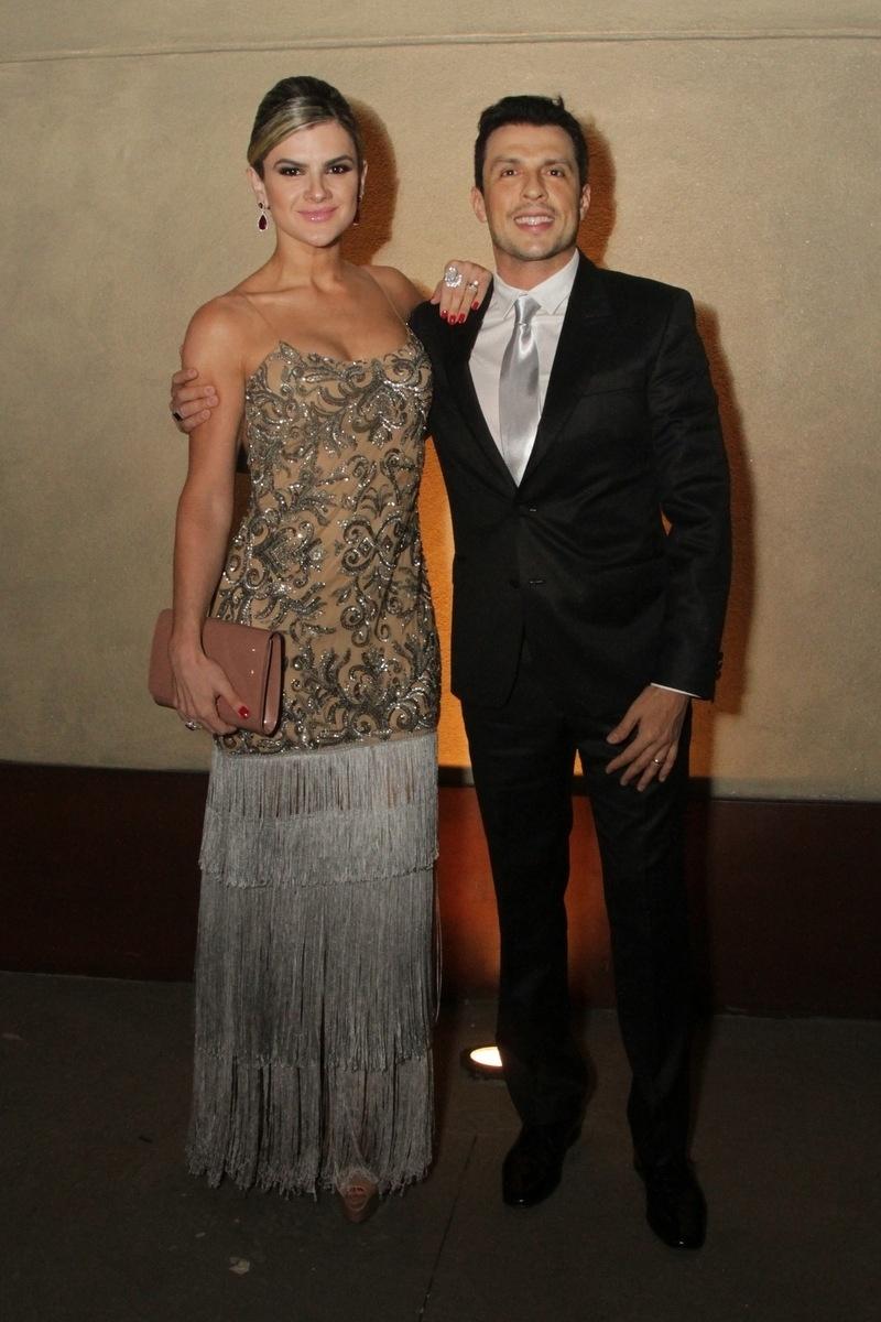 21.nov.2014 - O casal Mirella Santos e o humorista Wellington Muniz, o Ceará, entre os convidados da festa