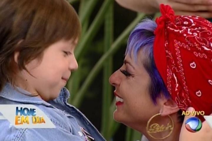 Bruna Tang reencontra o filho, Bento, após ser eliminada de