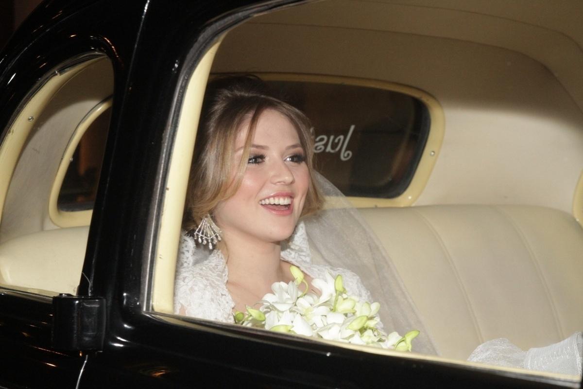 21.nov.2014 - A estudante de engenharia Gabi Baptista chega ao Espaço Villa Lobos, zona oeste de São Paulo, nesta sexta-feira. Ela se casou com Rodrigo Scarpa, o repórter