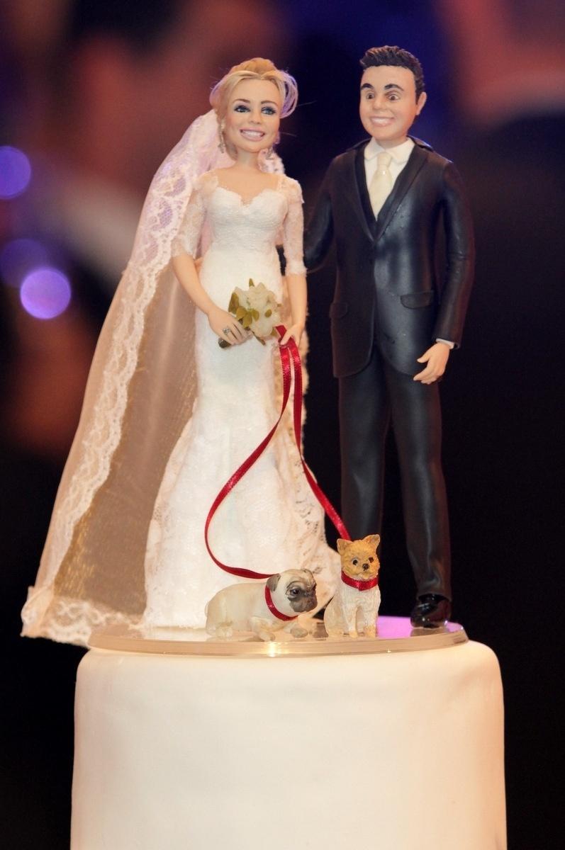 21.nov.2014 - Detalhe do bolo de casamento de Rodrigo Scarpa e Gabi Baptista no Espaço Villa Lobos, zona oeste de São Paulo, nesta sexta-feira