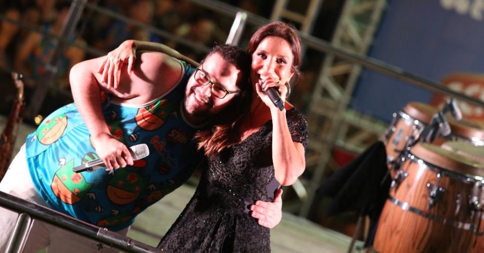 Depois de participar dos shows de Diana Dias e Saulo, Tiago Abravanel também deu uma canja na apresentação de Ivete Sangalo neste sábado (22), última noite do Folianópolis. Esta é a 9ª edição do evento, que reuniu cerca de 45 mil pessoas na Passarela Nego Quirido em 2013