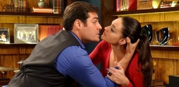 """Em """"Alto Astral"""", Sueli ameaça contar para Laura que Marcos tentou matar seu avô"""
