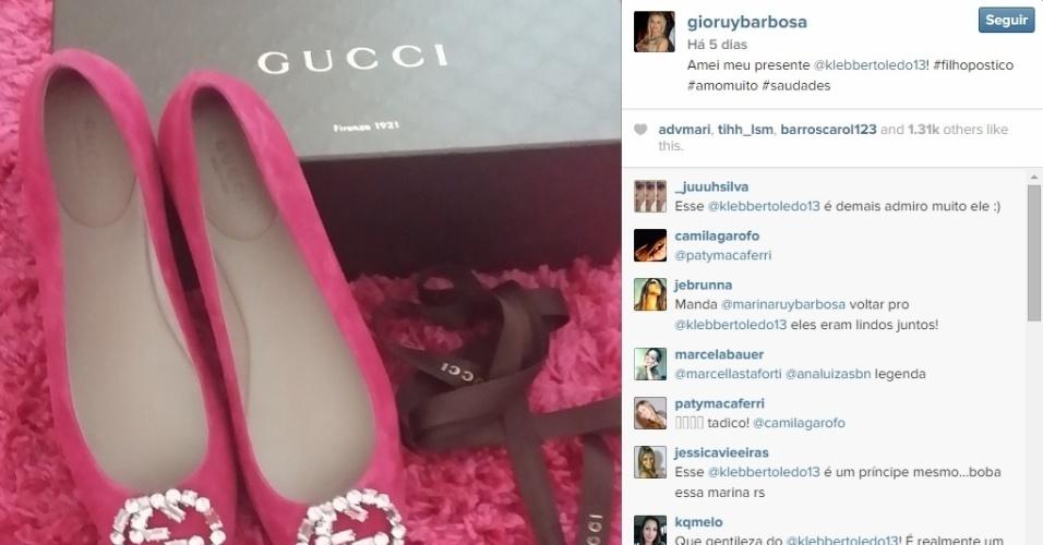 24.11.2014 - Klebber Toledo dá sapato de quase três mil reais para Gioconda Ruy Barbosa, mãe de sua ex-namorada Marina Ruy Barbosa